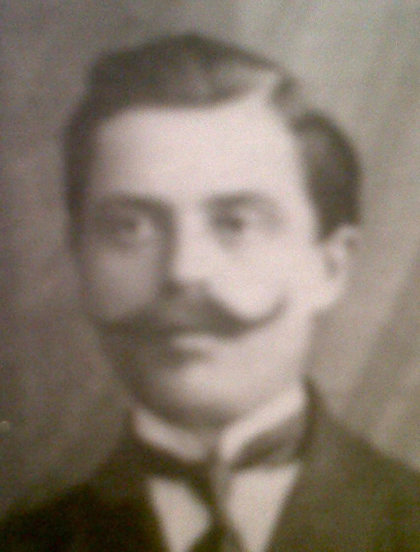 Iancu Duzinschi în fotografia deputaţilor şi senatorilor aleşi de cetăţenii judeţului Dorohoi în primul Parlament al României Mari, în 1919